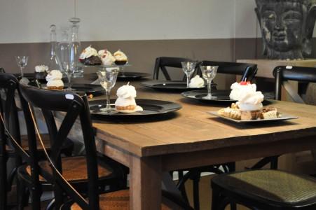 Zwarte crosschairs , eikenhouten tafel